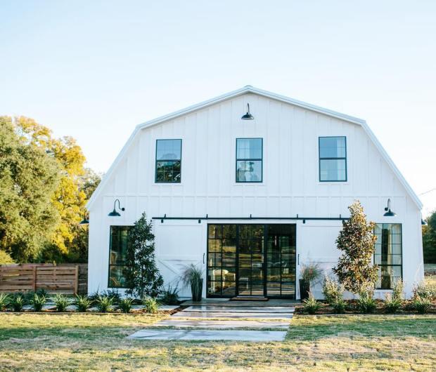 The #barndominium! From horse barn to a retreat for the amazing Meek family #fixerupperfavorites @hgtv season finale  9/8c tonight!