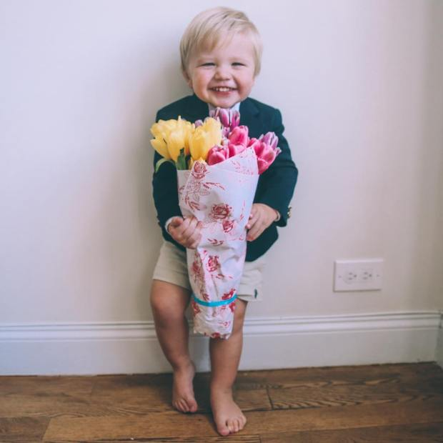 This boy goes back and forth between daddy's boy and mamas boy. When he's daddy's boy I try to win over his heart and vise versa ... This week he's been mine and it is THE BEST! Sorry @davidavidavid 😉 more Easter pics on my blog. 💕