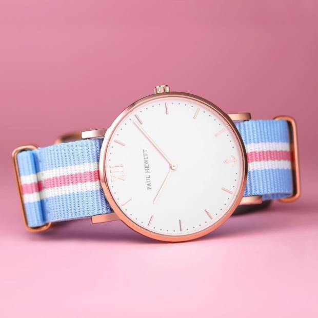 Summer is in the air! 💗💙⚓️⌚️ #getAnchored #paulhewitt #sailorline #whitesand