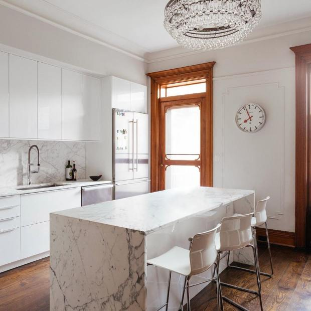 Do you love marble kitchen islands? Prospect Place Townhouse in #NewYork is the place for you! #lovemarble #openplan #kitchenlife #kitchenisland